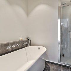 Отель Outstanding luxury apt - Louvre Франция, Париж - отзывы, цены и фото номеров - забронировать отель Outstanding luxury apt - Louvre онлайн ванная