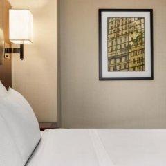 Отель DoubleTree by Hilton New York Downtown сейф в номере