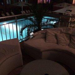 TM Deluxe Hotel бассейн