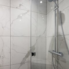 Отель Luxury 3 Bedroom 2 Bathroom Loft - Louvre Museum Париж ванная фото 2