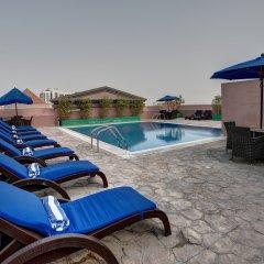Отель Golden Tulip Al Barsha бассейн
