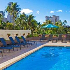 DoubleTree by Hilton Hotel Alana - Waikiki Beach бассейн