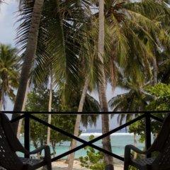 Отель Thulusdhoo Surf Camp Остров Гасфинолу балкон