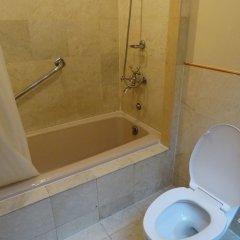 Отель Century Park Hotel Филиппины, Манила - отзывы, цены и фото номеров - забронировать отель Century Park Hotel онлайн ванная фото 2