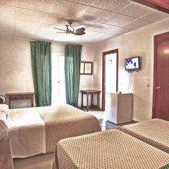 Отель Hostal Isabel Испания, Бланес - отзывы, цены и фото номеров - забронировать отель Hostal Isabel онлайн комната для гостей фото 4