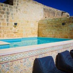 Отель Lemon Tree Bed & Breakfast Мальта, Заббар - отзывы, цены и фото номеров - забронировать отель Lemon Tree Bed & Breakfast онлайн бассейн фото 3
