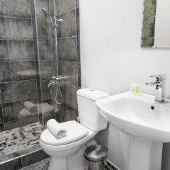 Отель Туристан Отель Кыргызстан, Бишкек - отзывы, цены и фото номеров - забронировать отель Туристан Отель онлайн ванная
