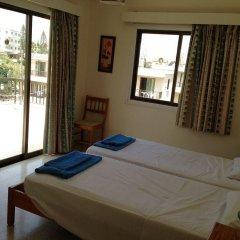 Отель Constantaras Apartments Кипр, Протарас - отзывы, цены и фото номеров - забронировать отель Constantaras Apartments онлайн комната для гостей фото 3