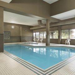 Отель Travelodge by Wyndham Toronto East бассейн фото 2