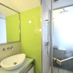 Отель Pure White Прага ванная