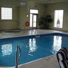 Отель Days Inn & Suites by Wyndham Brooks бассейн фото 3