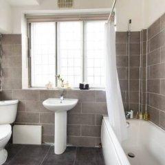 Отель 3 Bedroom House in Hampstead Village Sleeps 6 Великобритания, Лондон - отзывы, цены и фото номеров - забронировать отель 3 Bedroom House in Hampstead Village Sleeps 6 онлайн ванная