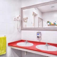 Отель Itaca Hostel Barcelona Испания, Барселона - отзывы, цены и фото номеров - забронировать отель Itaca Hostel Barcelona онлайн ванная фото 2