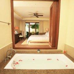 Отель Crimson Resort and Spa Mactan Филиппины, Лапу-Лапу - 1 отзыв об отеле, цены и фото номеров - забронировать отель Crimson Resort and Spa Mactan онлайн ванная