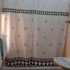 Отель Pensao Residencial Flor dos Cavaleiros Португалия, Лиссабон - 6 отзывов об отеле, цены и фото номеров - забронировать отель Pensao Residencial Flor dos Cavaleiros онлайн ванная
