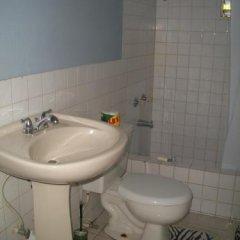 Отель Tina's Guest House Ямайка, Монастырь - отзывы, цены и фото номеров - забронировать отель Tina's Guest House онлайн ванная фото 3