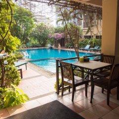 Отель Opey De Place бассейн