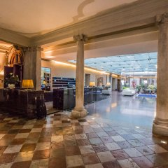 Hotel Monaco & Grand Canal бассейн