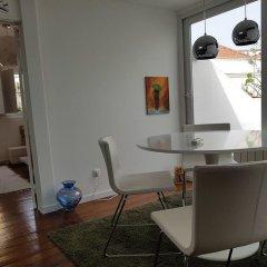 Апартаменты Stylish Lisbon Apartment in Alfama интерьер отеля