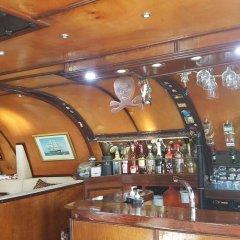 Отель MS Cutty Jean гостиничный бар