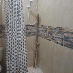 Halo & Isaiah's Guesthouse & Hostel ванная фото 2