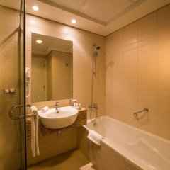 Oaks Liwa Heights Hotel Apartments ванная фото 2
