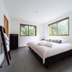 Отель Bears Den Mountain Lodge Хакуба комната для гостей фото 5
