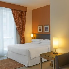 Отель Four Points by Sheraton Downtown Dubai Дубай комната для гостей