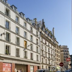 Отель Between the Beams Париж вид на фасад