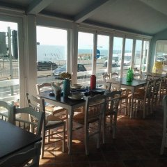 West Beach Hotel гостиничный бар