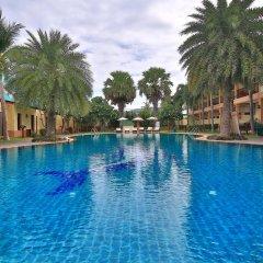 Отель The Green Beach Resort бассейн