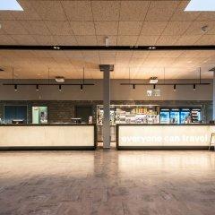 Отель a&o Frankfurt Ostend Германия, Франкфурт-на-Майне - отзывы, цены и фото номеров - забронировать отель a&o Frankfurt Ostend онлайн бассейн