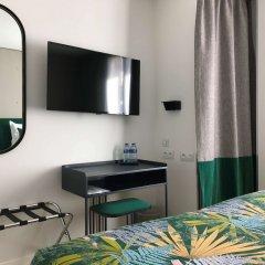 Отель Basile Франция, Париж - отзывы, цены и фото номеров - забронировать отель Basile онлайн удобства в номере фото 2