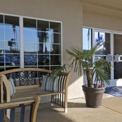 Отель Charter Inn and Suites балкон