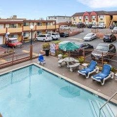 Отель Hollywood Inn Express South США, Лос-Анджелес - отзывы, цены и фото номеров - забронировать отель Hollywood Inn Express South онлайн бассейн