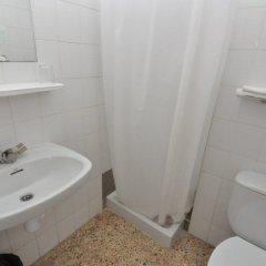 Отель Marbella Испания, Курорт Росес - отзывы, цены и фото номеров - забронировать отель Marbella онлайн ванная фото 2