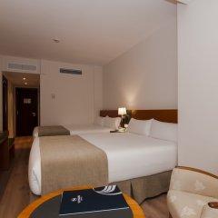 Отель Senator Barajas сейф в номере