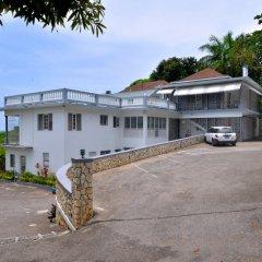 Отель Palm View Guesthouse And Conference Centre Монтего-Бей парковка
