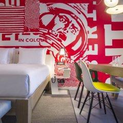 Отель Radisson RED Brussels 4* Стандартный номер с различными типами кроватей фото 17
