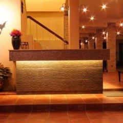 Отель Feung Nakorn Balcony Rooms and Cafe интерьер отеля фото 2