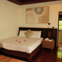 Отель Prandhevee сейф в номере