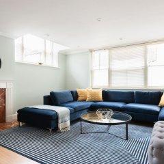 Отель The Kensington Palace Mews - Bright & Modern 6bdr House With Garage Лондон комната для гостей фото 4