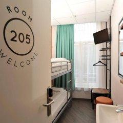 Отель Tourist Inn Budget Hotel - Hostel Нидерланды, Амстердам - 1 отзыв об отеле, цены и фото номеров - забронировать отель Tourist Inn Budget Hotel - Hostel онлайн ванная фото 2