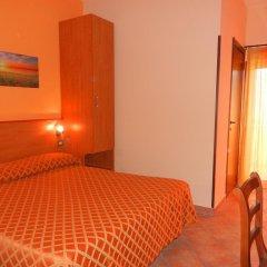 Hotel Piscina La Suite Фонди комната для гостей фото 2
