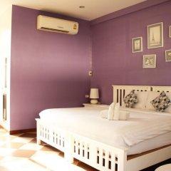 Отель Feung Nakorn Balcony Rooms and Cafe комната для гостей