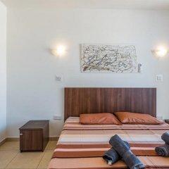 Отель Seashells Self Catering Apartment Мальта, Буджибба - отзывы, цены и фото номеров - забронировать отель Seashells Self Catering Apartment онлайн комната для гостей