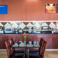 Отель Comfort Inn At Carowinds Южный Бельмонт питание