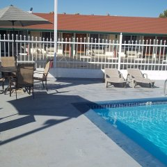 Отель Holiday Motel Oakdale бассейн фото 2