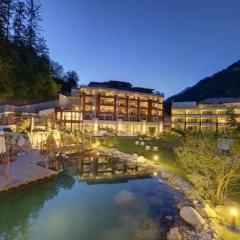 Отель Quellenhof Luxury Resort Passeier Сан-Мартино-ин-Пассирия приотельная территория