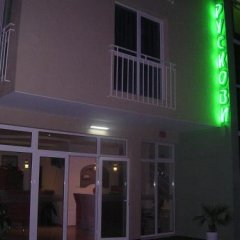 Отель Ruskovi Guest House Равда вид на фасад